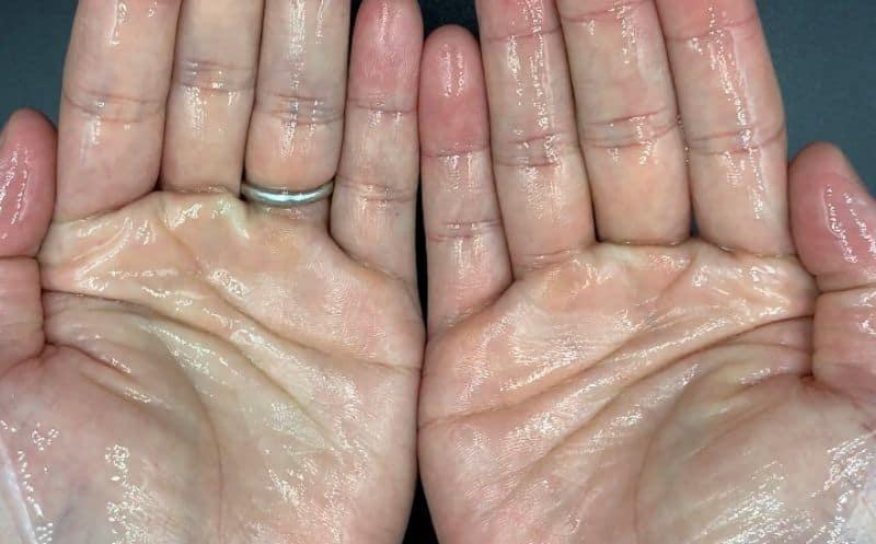【洗い流さないトリートメント】アリミノ「ケアドゥーエ」のモイストオイルを美容師が実際に使ったレビュー記事