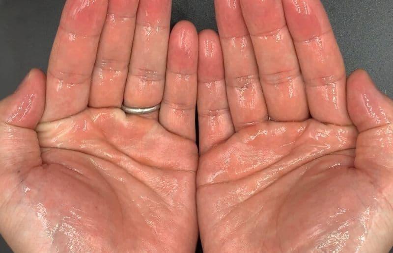 【洗い流さないトリートメント】ルベル「イオ エッセンススリーク」のセラムオイルを美容師が実際に使ったレビュー記事
